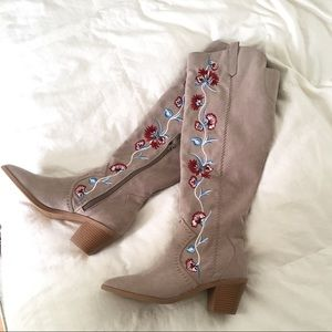NWOT Carlos Alexia Embroidered Tall Boot